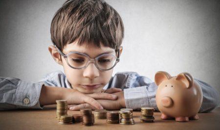Educação financeira: veja oito conceitos para ensinar às crianças