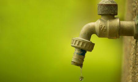 O desperdício de água pesa no bolso
